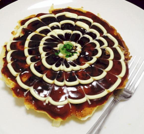 [FOOD] Levi, Jotaro, Totoro, and Coach Anzai inspire okonomiyaki art