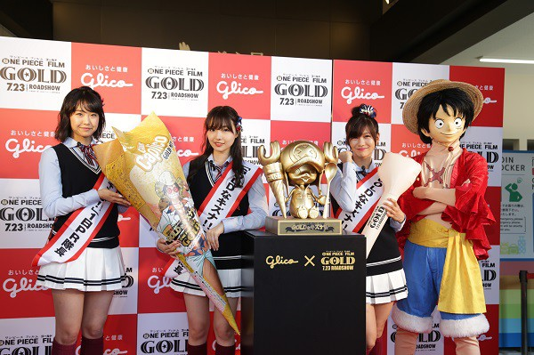 Golden Chopper Statue unveiled in Osaka for One Piece Film Gold