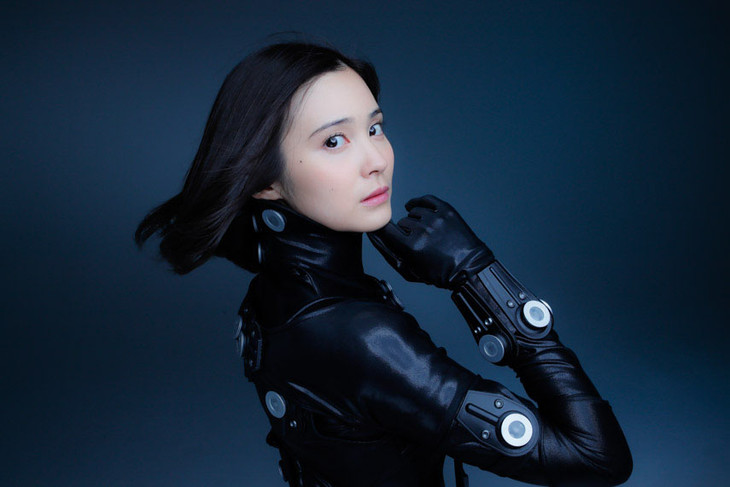 M.A.O. cosplays her character in cosplay shoot with gravure idol for Gantz:0 film