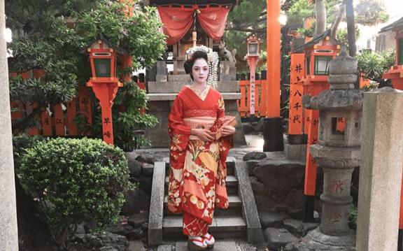 Russian figure skater and anime fangirl Evgenia Medvedeva shows love for Japan in a kimono