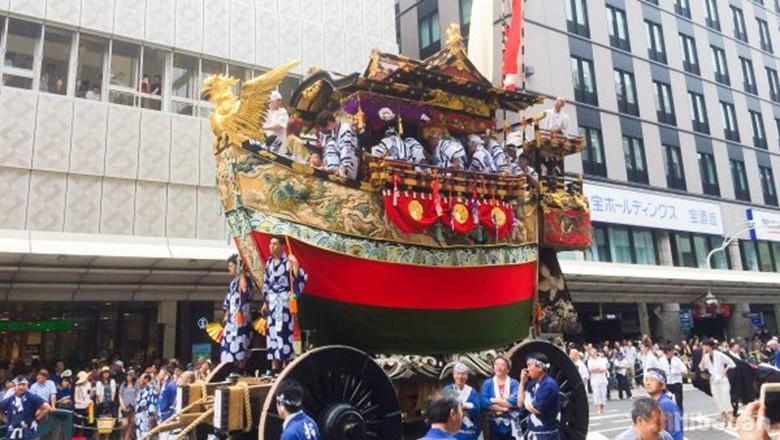 Visiting Gion Matsuri, The Grand Matsuri of The Old Capital, Kyoto with Akibatan
