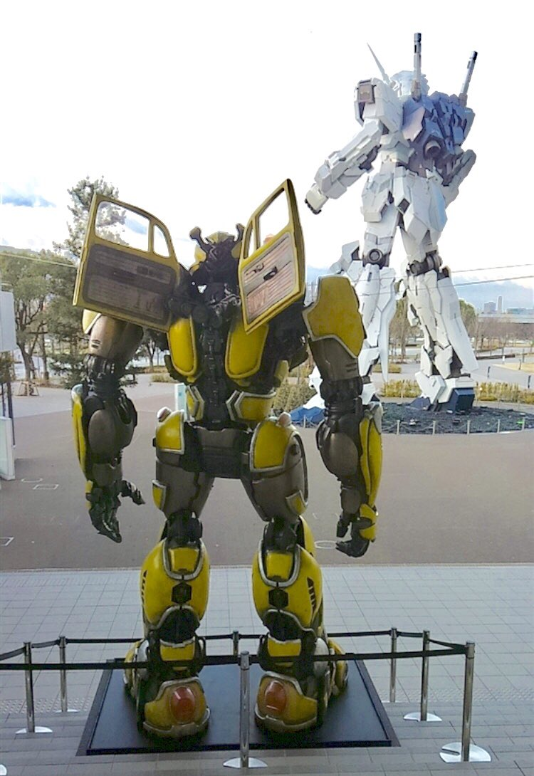 The Bumblebee and the Unicorn: Life-size Bumblebee appears next to the Unicorn Gundam!