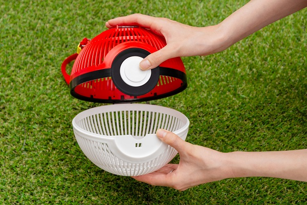 Pokeball Bug Cage lets you catch real-life bugs