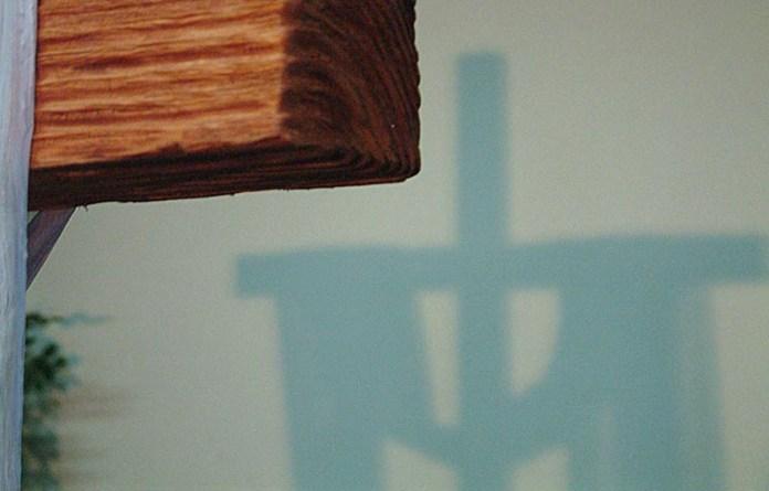 В тени креста