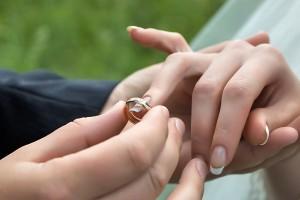 Россияне верят в Бога и в брак