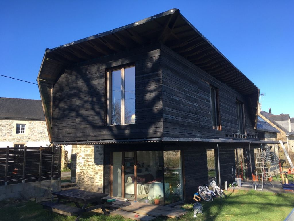 Surélévation de maison en bois brûlé