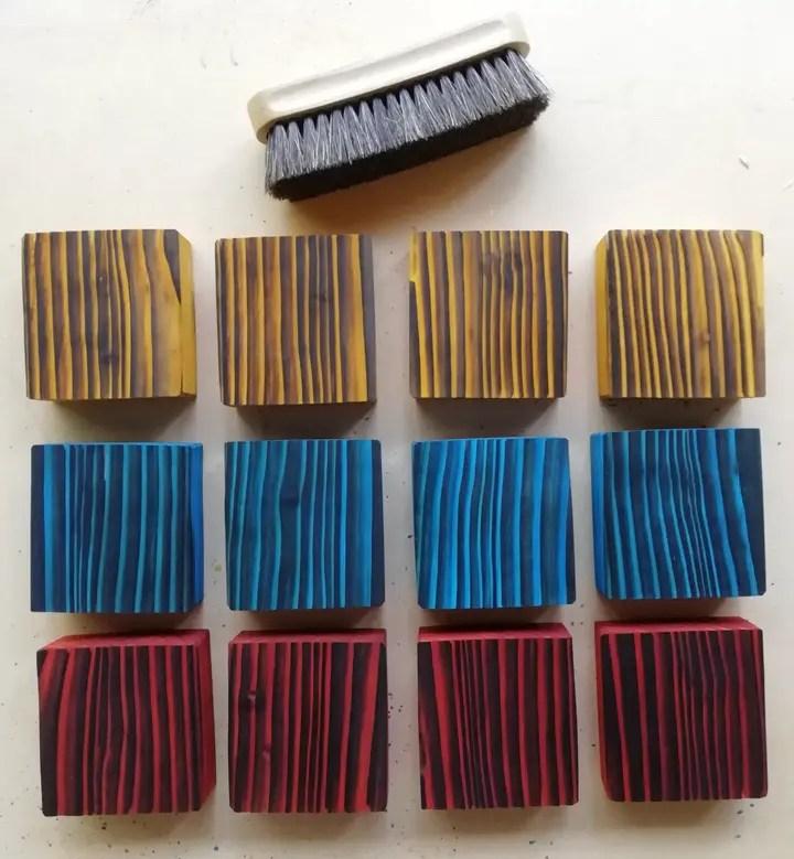 échatillons de bois brûlé brossé et teinté