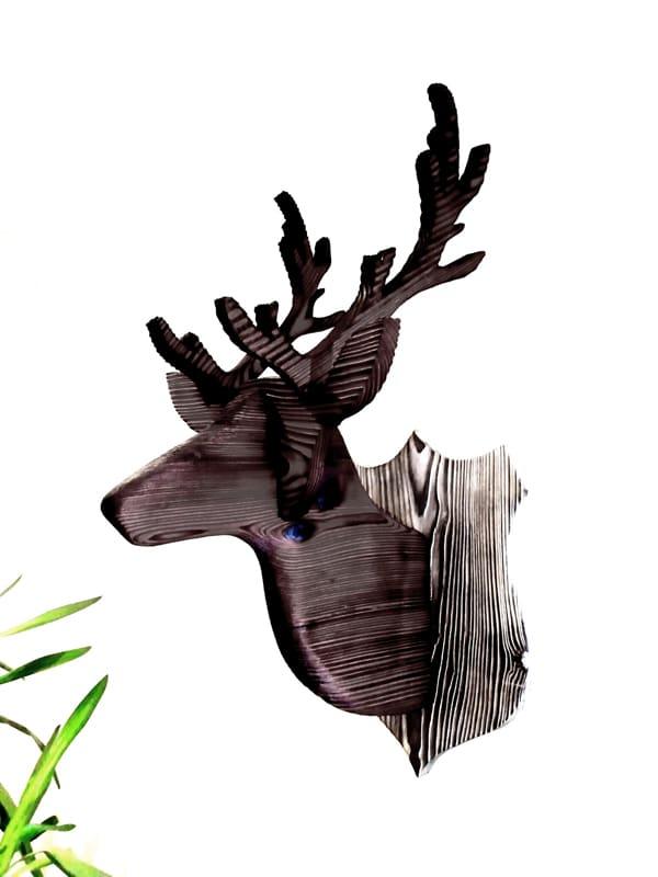 trophée de tête de cerf en bois brûlé et brossé- yakisugi décoratif