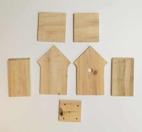 pièces de bois pour la fabrication d'un nichoir à mésange