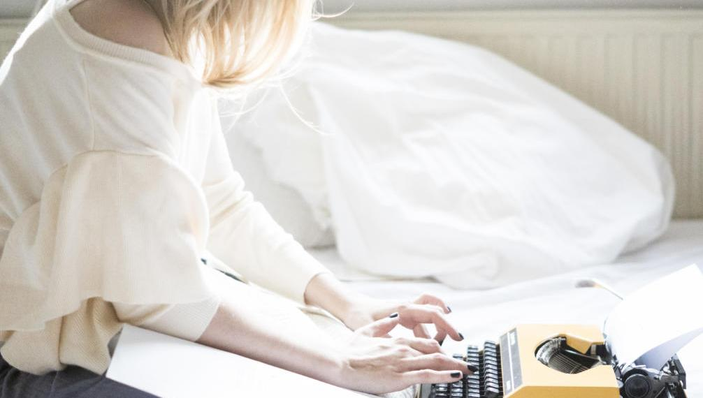 typewriter Ariana