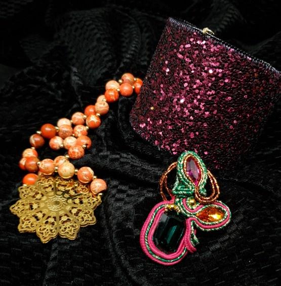 Solal Bijoux Haute Fantaisie bijou nomade vert, rose et orange + manchette avec manchon réversible + collier aimanté en perles