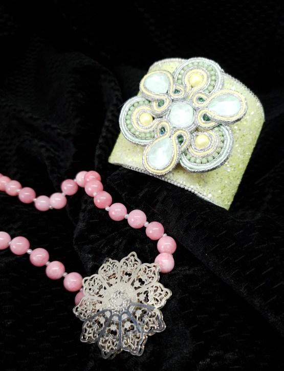Solal Bijoux Haute Fantaisie Bijou nomade vert rose bleu et jaune + collier aimanté en perles + manchette avec manchon réversible