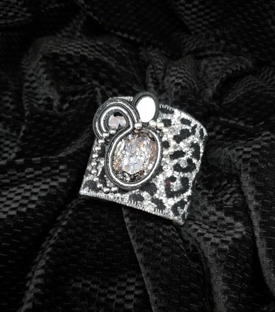 Solal Bijoux Haute Fantaisie machette avec manchon réversible argent et imprimé animal noir et argent + bijou nomade