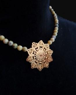 Solal Bijoux Haute Fantaisie collier aimanté de perles en turquoise jaune