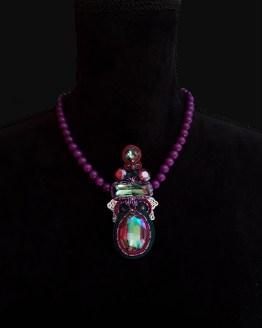 Solal Bijoux Haute Fantaisie collier aimanté en perles de jade mauve et bijou nomade vert et mauve