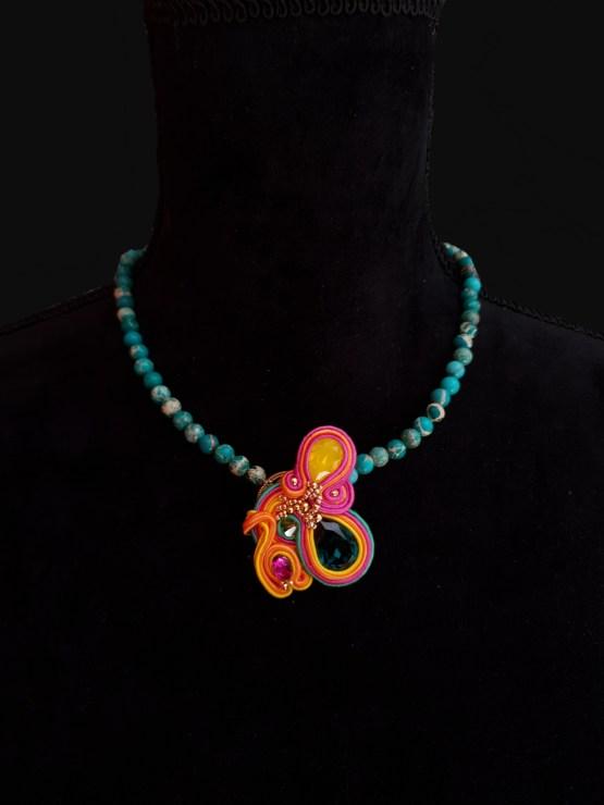 Solal Bijoux Haute Fantaisie collier aimanté en perles de jaspe impérial vert et bijou nomade vert rose jaune et orange