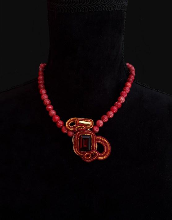 Solal Bijoux Haute Fantaisie collier aimanté en perles de jaspe impérial rouge et bijou nomade bordeau et or