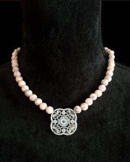 Solal Bijoux Haute Fantaisie collier aimanté de perles en turquoise saumon