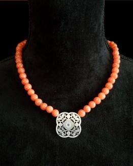 Solal Bijoux Haute Fantaisie collier aimanté de perles en jade mashan orange