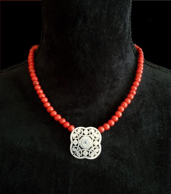 Solal Bijoux Haute Fantaisie collier aimanté de perles en magnésite rouge