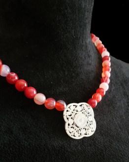 Solal Bijoux Haute Fantaisie collier aimanté de perles en agate rose
