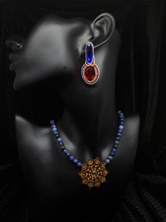 Solal Bijoux Haute Fantaisie boucles d'oreilles rouge bleu et or avec collier en perles de sodalite bleu