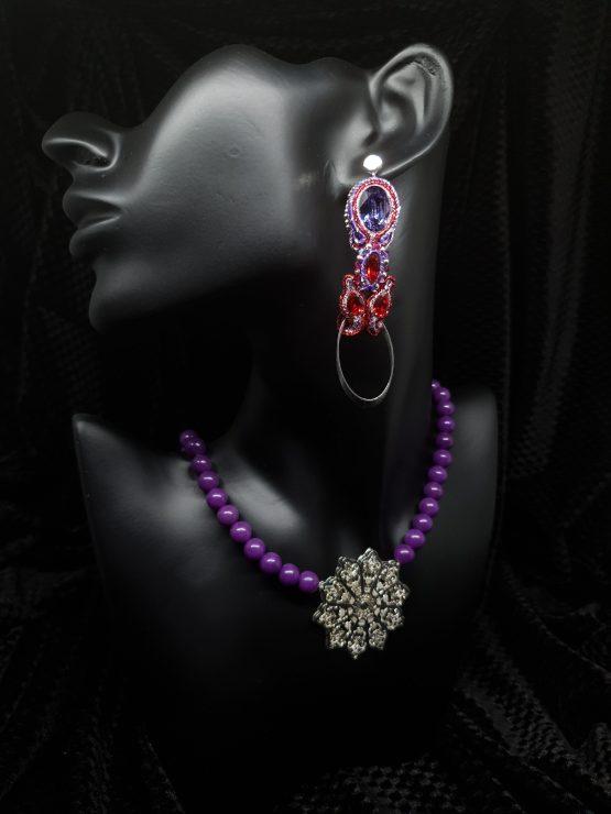 Solal Bijoux Haute Fantaisie boucles d'oreilles mauve et rouge avec collier de perles en jade mauve