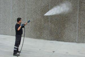 Limpieza fachada con agua a presión