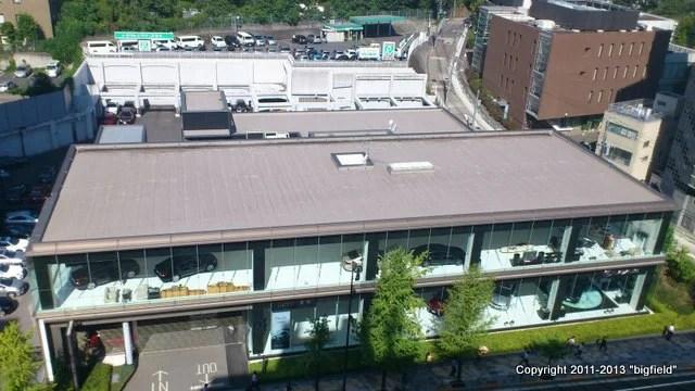 ある大手自動車メーカー系高級車ディーラーの屋根