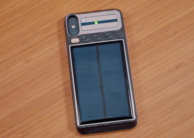 Так выглядит рабочий экземпляр iPhone X Tesla от Caviar