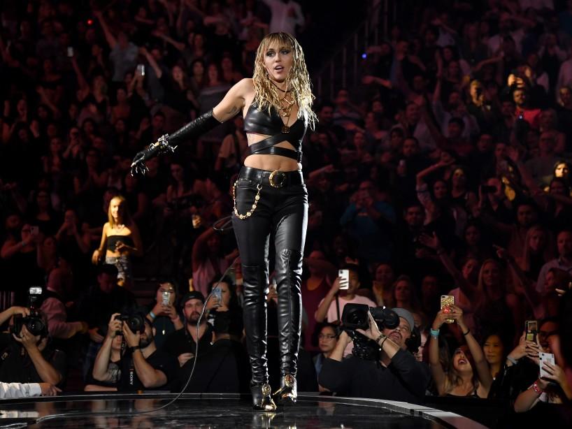 Miley Cyrus anuncia su regreso a la música con un teaser lleno de brillo