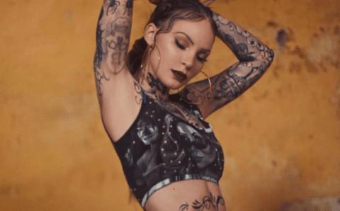 Belinda se hizo un nuevo tatuaje y los fans recuerdan el video de 'Amor A Primera Vista'