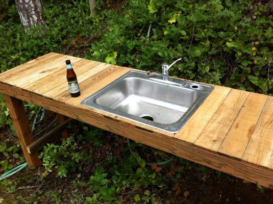 Outdoor kitchen sink for cabin