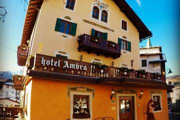 Hotel Ambra Cortina Outside