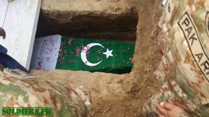 pakistan-army-soldier-grave-flag-spk