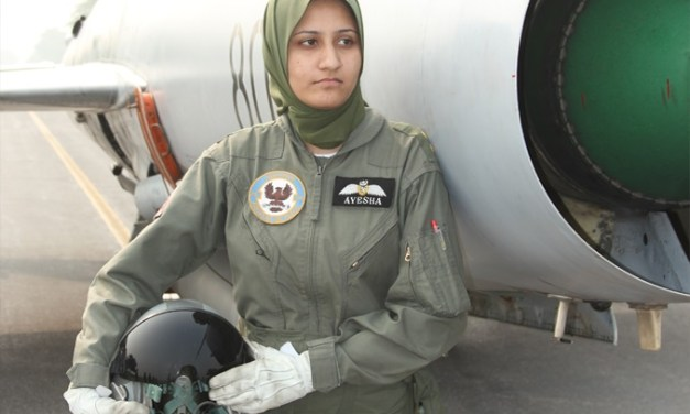 Ayesha farooq first female fighter pilot