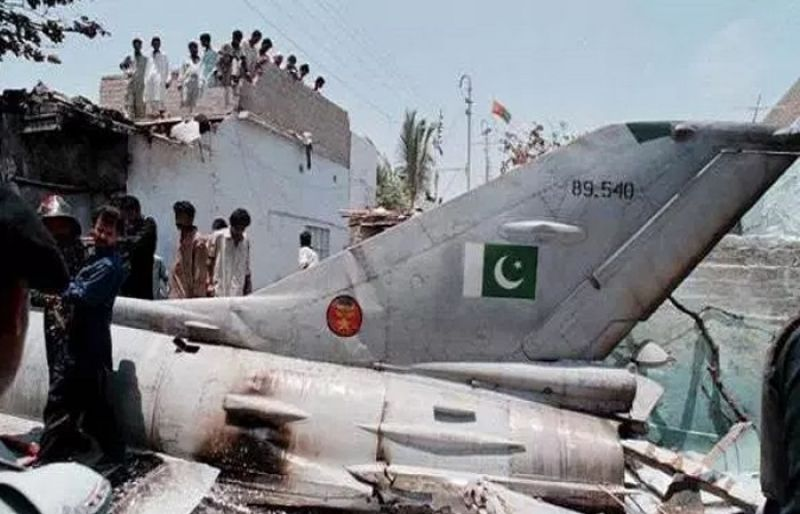 pakistan airforce plane crash