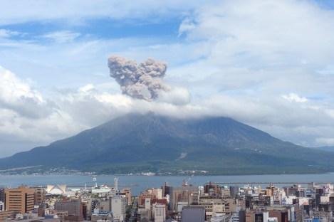 Volcan Sakurajima ( Soleil Levant 75 )