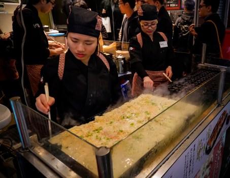 Osaka, takoyaki (Soleil Levant 75)