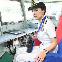 Miho Otani, première femme japonaise capitaine de navire de la force d'auto défense.
