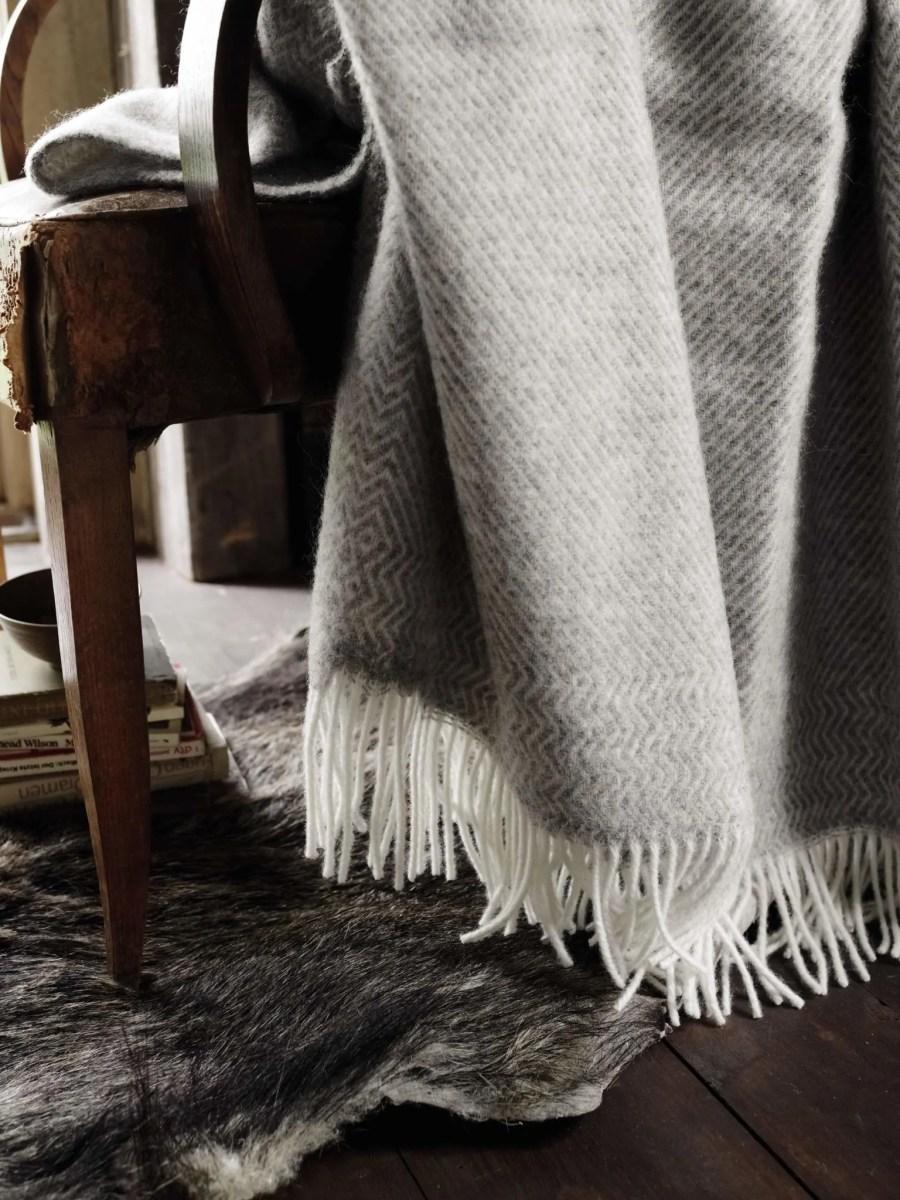 wolldecken kattefot von roros tweed. Black Bedroom Furniture Sets. Home Design Ideas