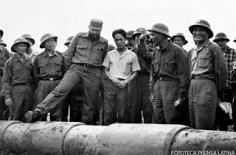 Fidel Castro Ruz, Primer Secretario del CC del PCC, Presidente de los Consejos de Estado y de Ministros, Comandante en Jefe de la Revolución Cubana visitando las zonas liberadas de Vietnam del Sur