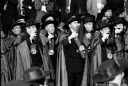 Ceremonia de entronizacion en la Cofradia del Vino de Oporto, donde todos los gobernantes participantes en la VIII Cumbre Iberoamericana de Oporto, Portugal, incluyendo al Comandante en Jefe Fidel Castro, recibieron los atributos que los hacen acreedores del titulo de miembros de esa antigua institucion.