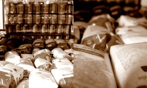 El Banco recibe muchas conservas y alimentos no perecederos como estas bolsas de arroz. MARTA LASA