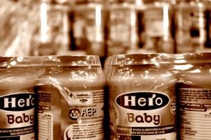 Multitud de potitos almacenados para los más pequeños de las familias. MARTA LASA