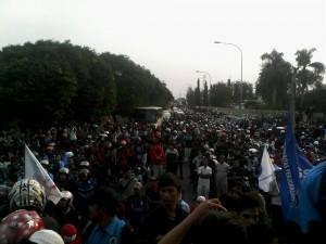 aksi buruh dikawasan MM2100