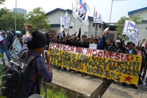 Kisah Buruh Melawan Kondisi Kerja Kontrak