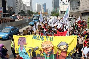 Break Free: Hentikan Kecanduan Energi Fosil!