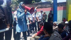 Protes Pemberhentian 22 Mahasiswa, AMP Demo Rektorat