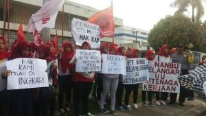 Pengusaha Dinilai Langgar Janji, Buruh PT Nanbu Plastics Berdemo